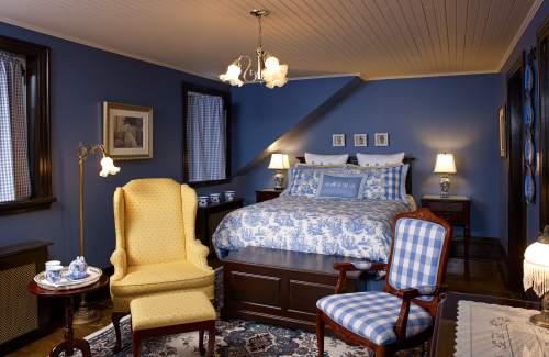 superior-romantic-hotel-room-quebec