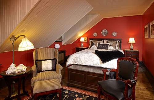 These Romantic Hotel Rooms Are A Perfect Hideaway For Lovers
