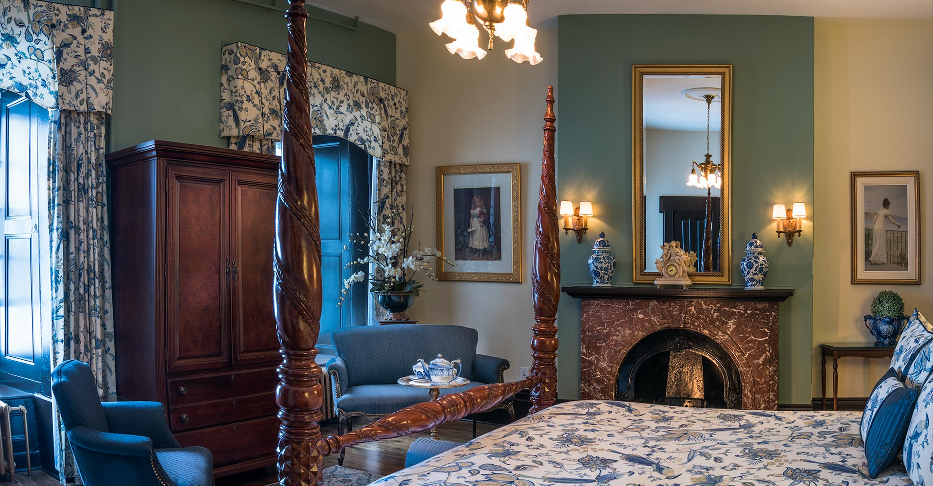 Romance And Elegance Of A Prestige Room In A Victorian Hotel