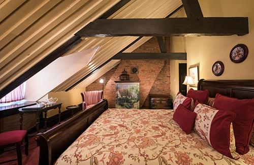 surerior-romantic-hotel-room-quebec-chambre-romantique